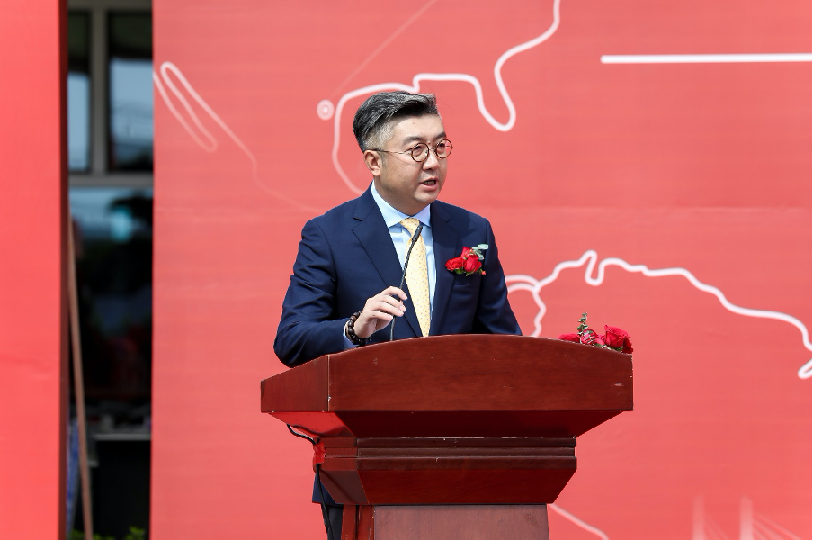 Frank De, President of Sino Jet gives a speech during the ceremony